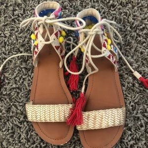Cute and very fun sandals!